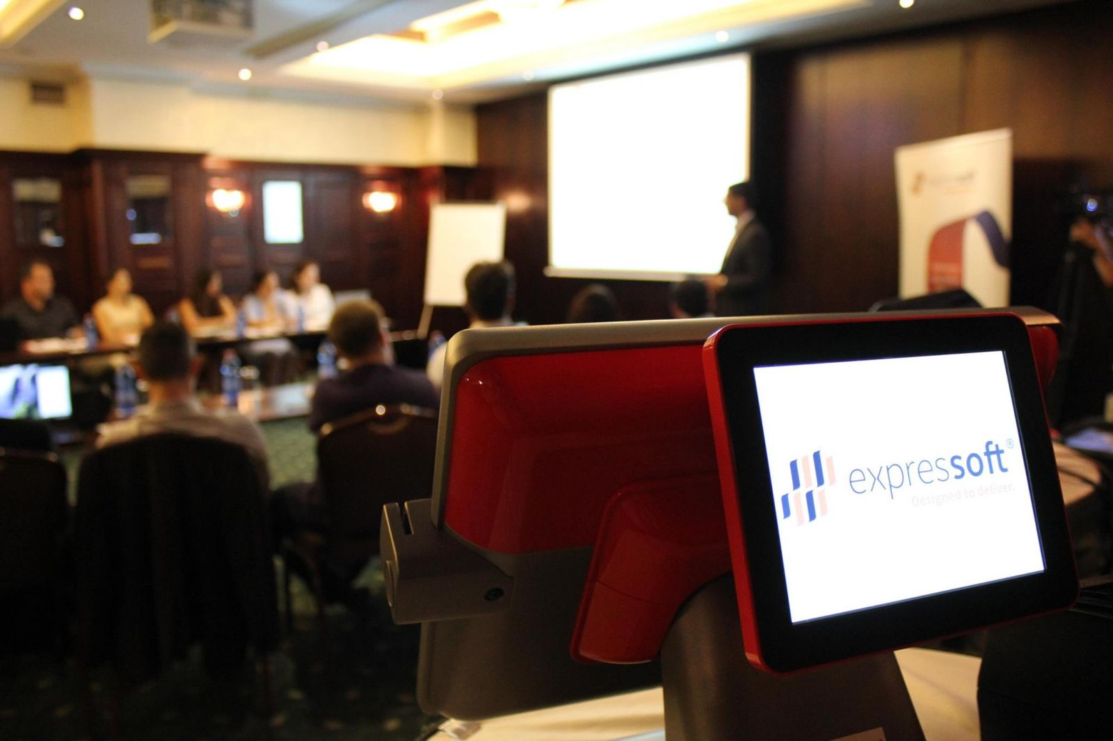 Partenerii nationali si internationali Expressoft, reuniti la Bucuresti